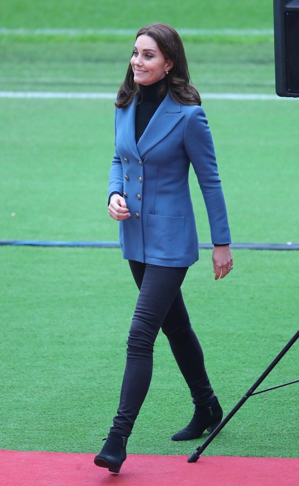 Kate sa vie štýlovo obliecť aj na neformálne podujatia. Jednoduchý rolák 17f79fdfb2