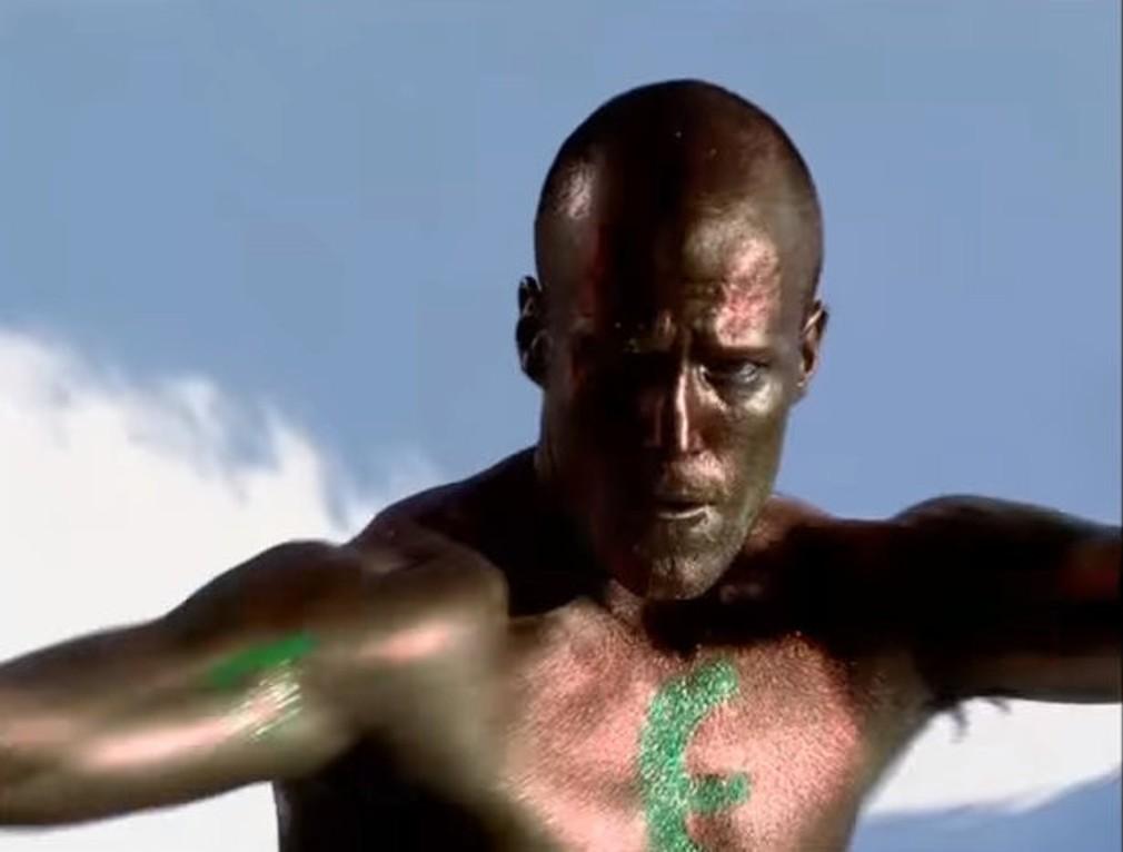 Jason Statham v klipe Erasure
