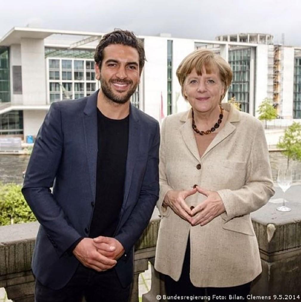 Sexy herec Elyas M'Barek s nemeckou kancelárkou Angelou Merkel