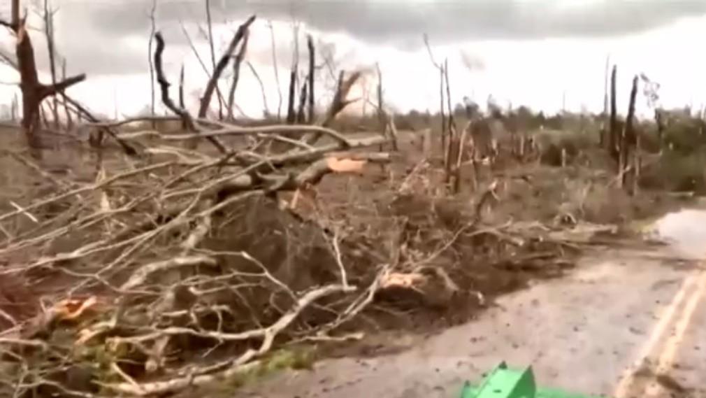 VIDEO: Ničivé tornádo zasiahlo Alabamu. Vyžiadalo si najmenej 22 životov