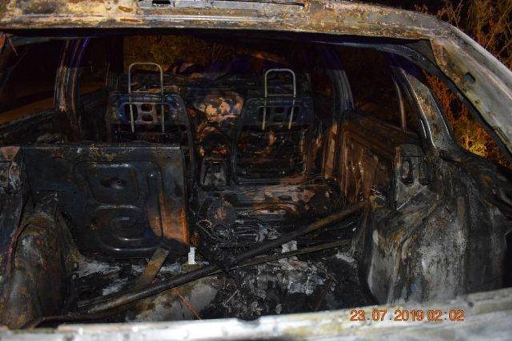 Tínedžeri narazili s autom do stromu. Vozidlo skončilo celé v plameňoch