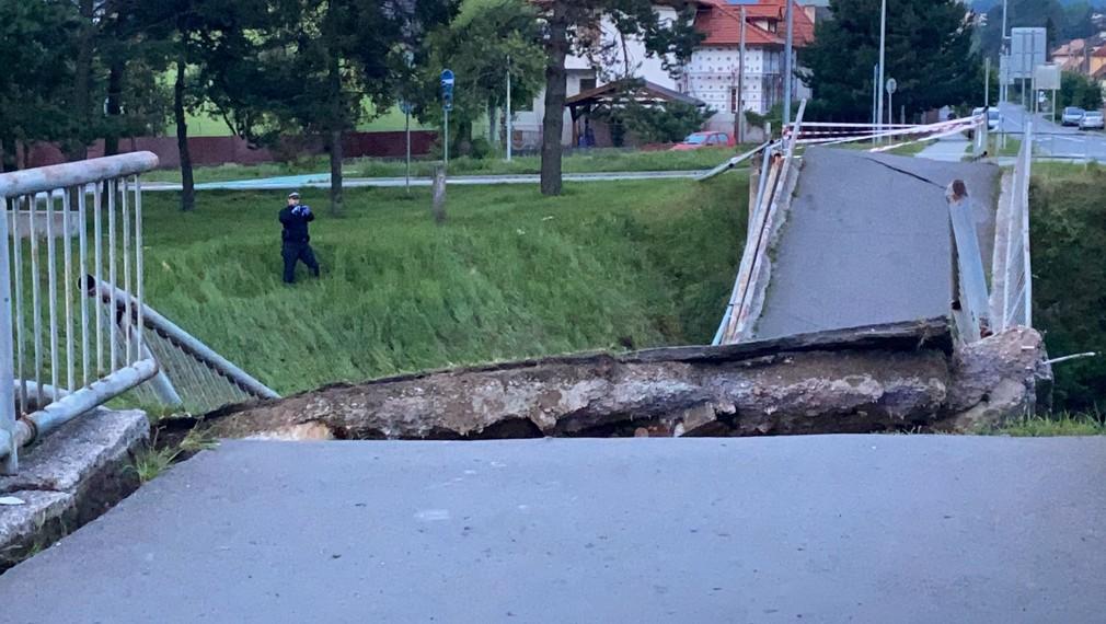 Na východe Slovenska sa zrútil most.