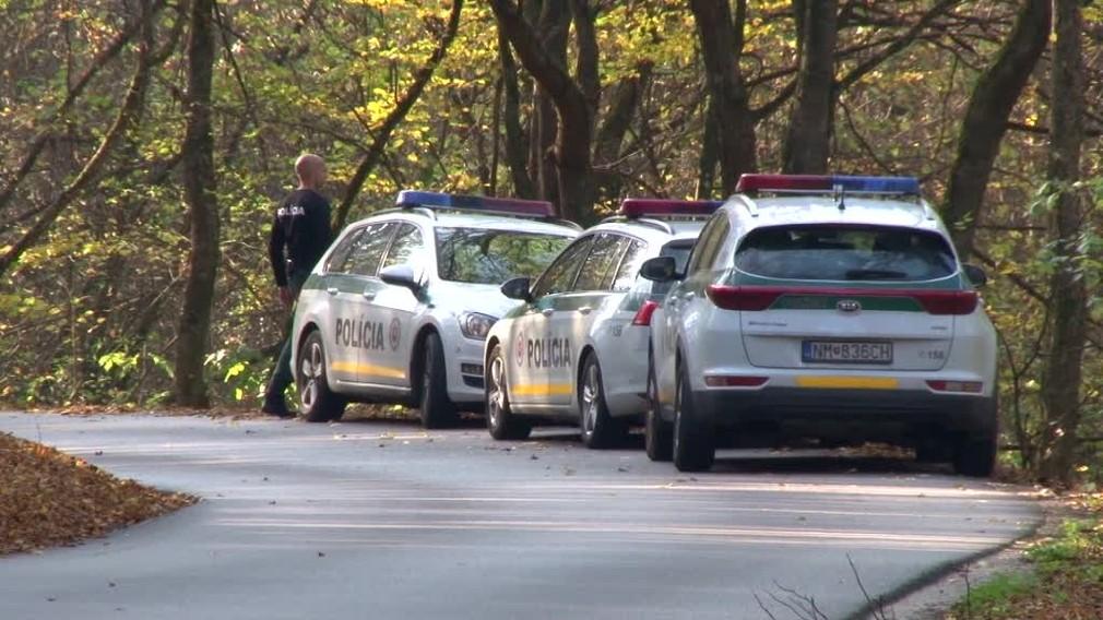 Jesenná poľovačka sa takmer skončila tragédiou. 71-ročný poľovník postrelil svojho kamaráta