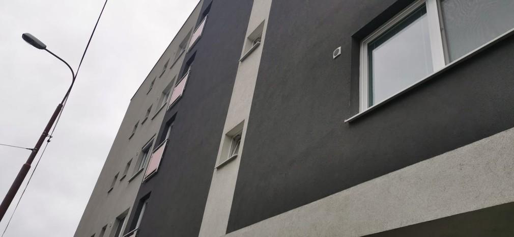 Tragédia v Bratislave. Muž mal zaškrtiť ženu a následne sa pokúsiť spáchať samovraždu