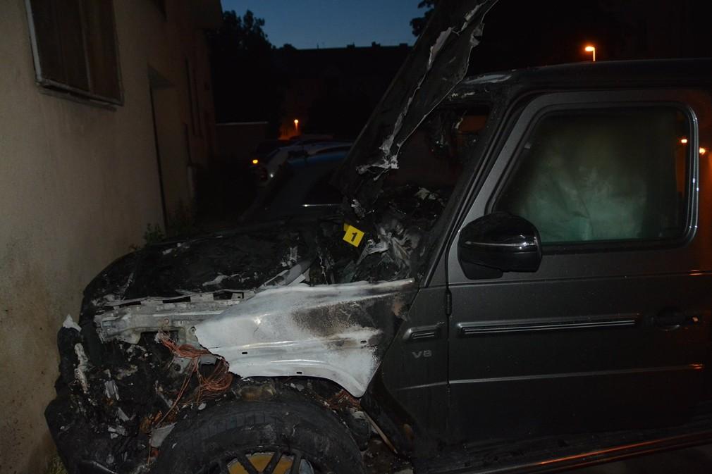 Luxusné auto pohltili plamene. Škody sa vyšplhali nad 100-tisíc eur