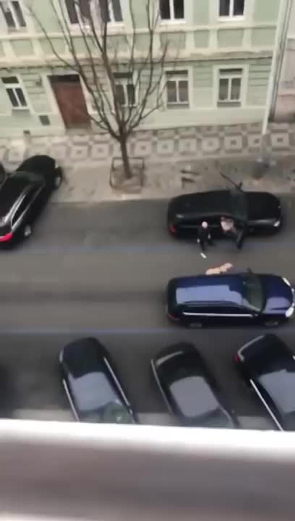 Surový počin taxikára. Z auta vyhodil slepú ženu, lebo mu prekážal jej vodiaci pes