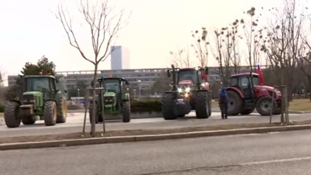 Farmári zasadli s premiérom Pellegrinim. A to rovno na rokovaní vlády