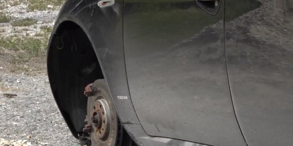 Opitý vodič unikal niekoľko kilometrov, nezastavil ho ani defekt