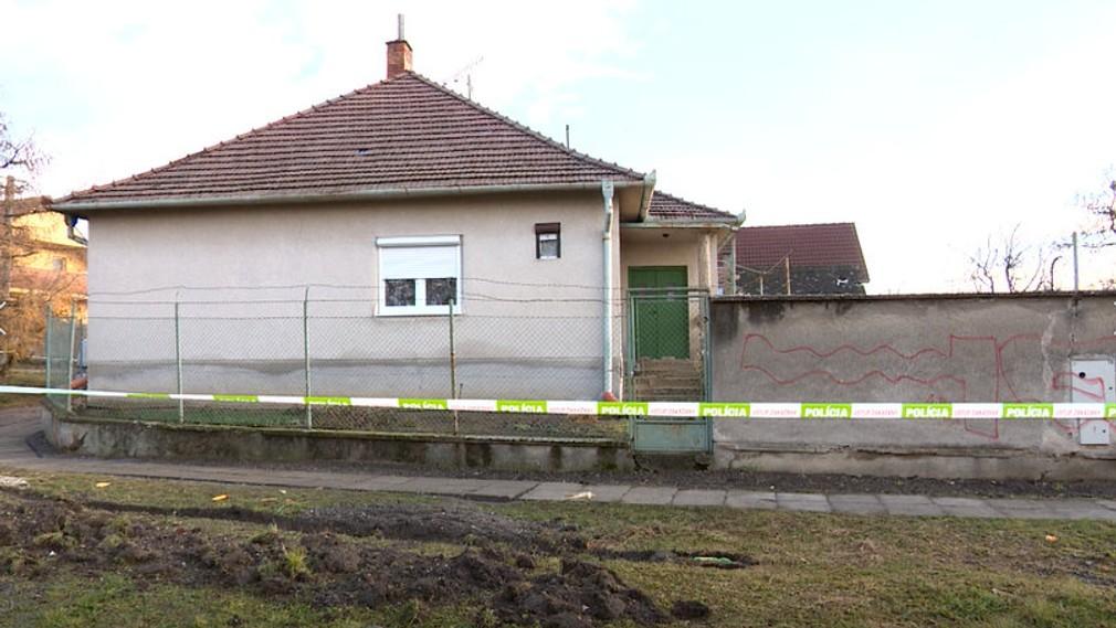 Vošiel do domu a mačetou mal brutálne napadnúť dve ženy. Polícia na výsluch predviedla niekoľko osôb