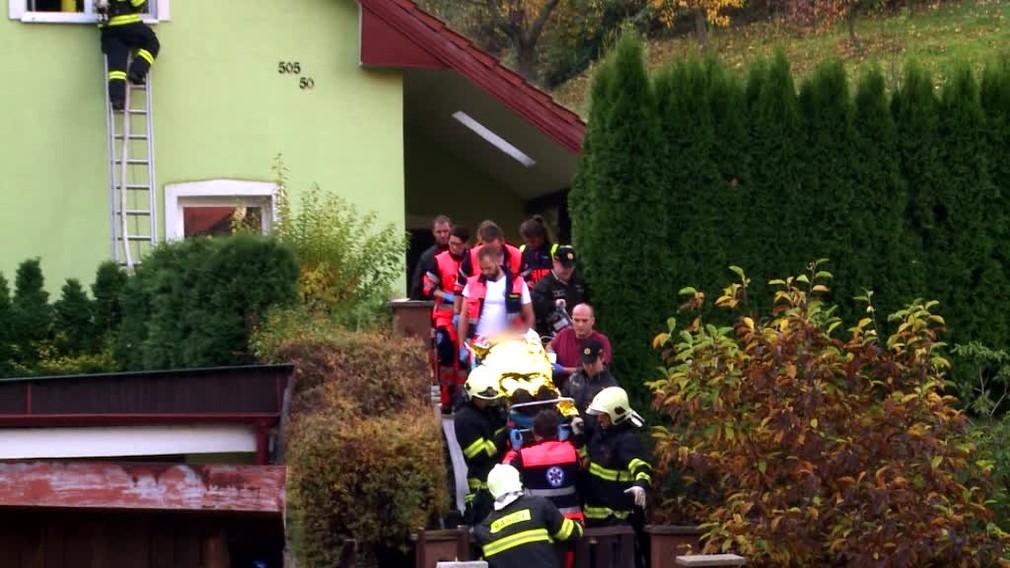[multi] Muž (55) podpálil dom, kde žije s manželkou. Potom sa pokúsil siahnuť si na život 2387