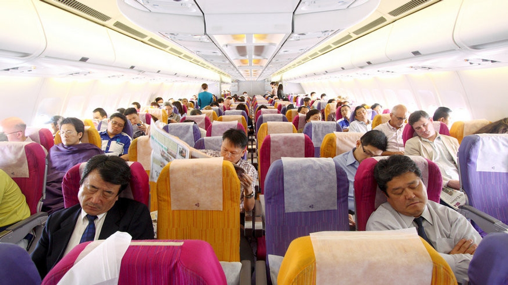 Pasažieri na palube lietadla