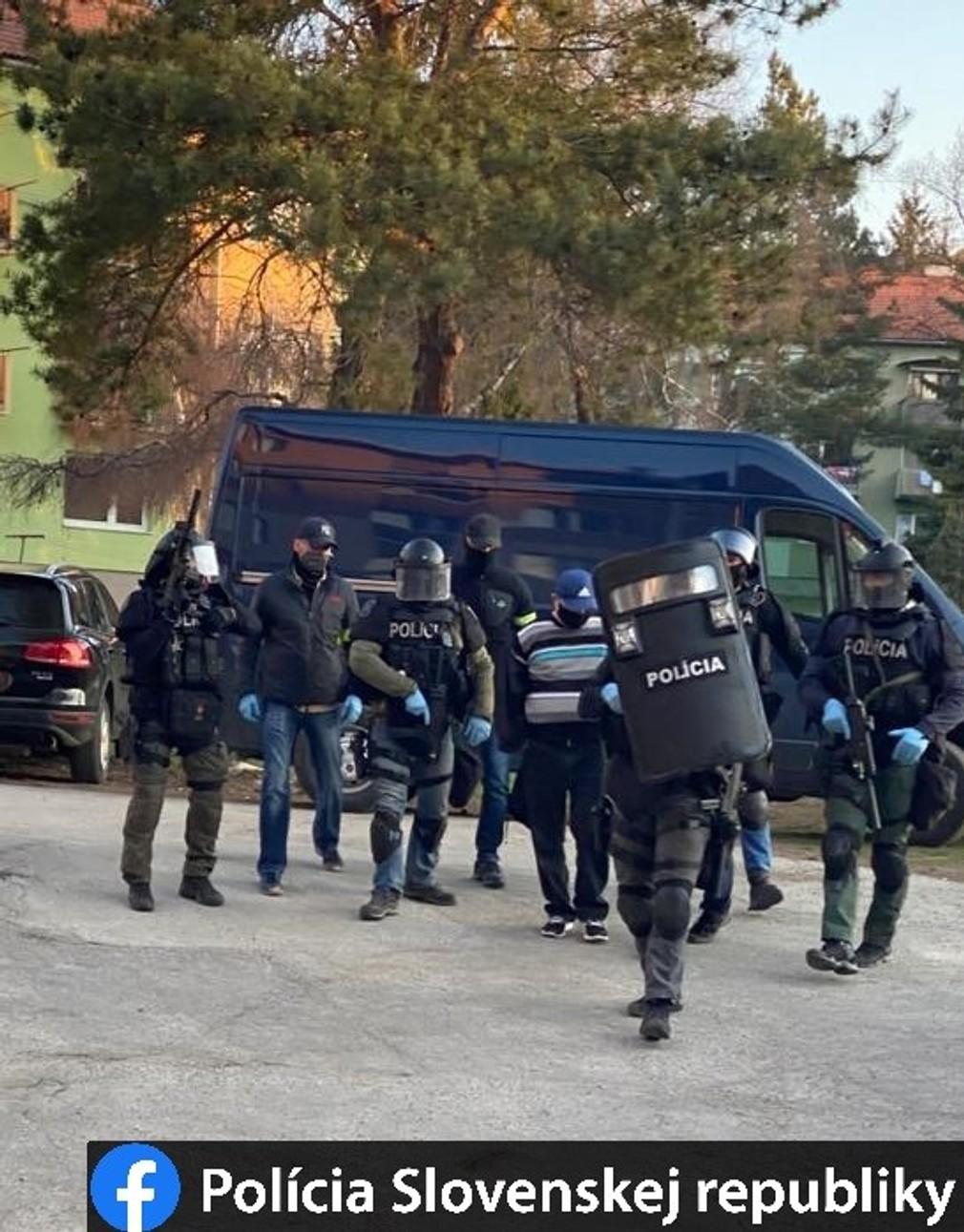 NAKA zasahovala v Levoči. Akcia má súvis s nedovoleným ozbrojovaním
