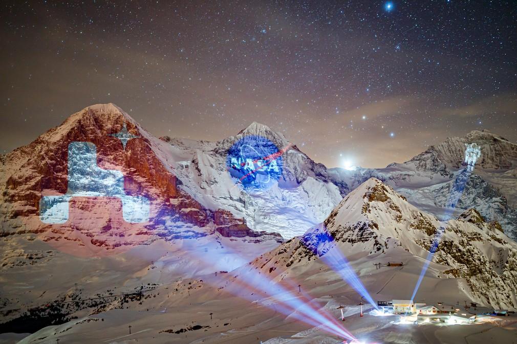 Vizuálna projekcia na počesť pristátia rovera na Marse