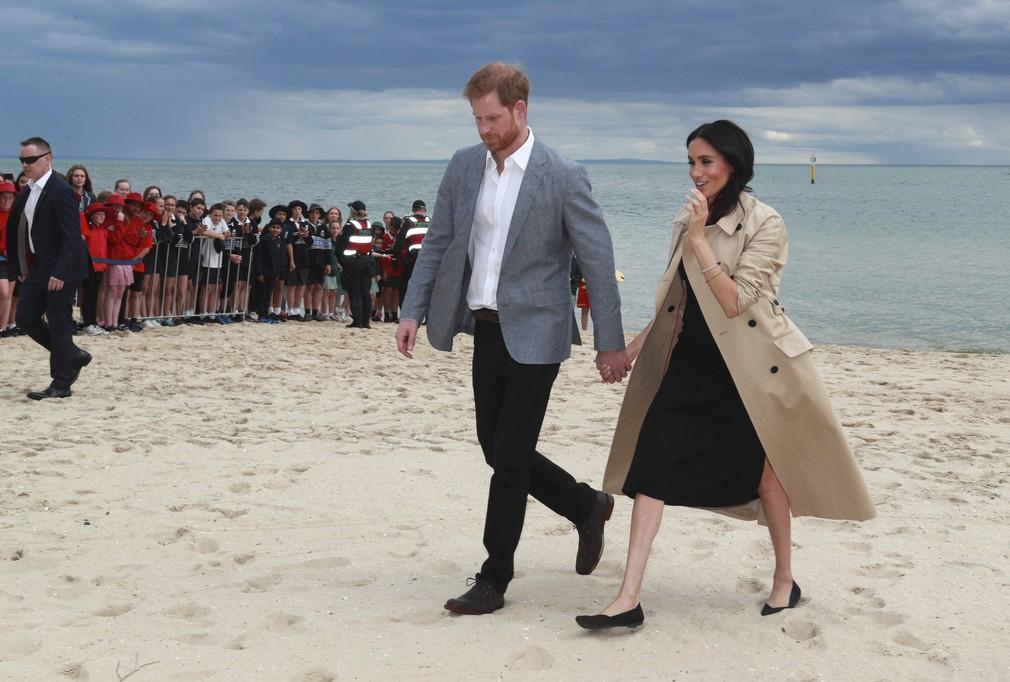 Harry a Meghan na pláži