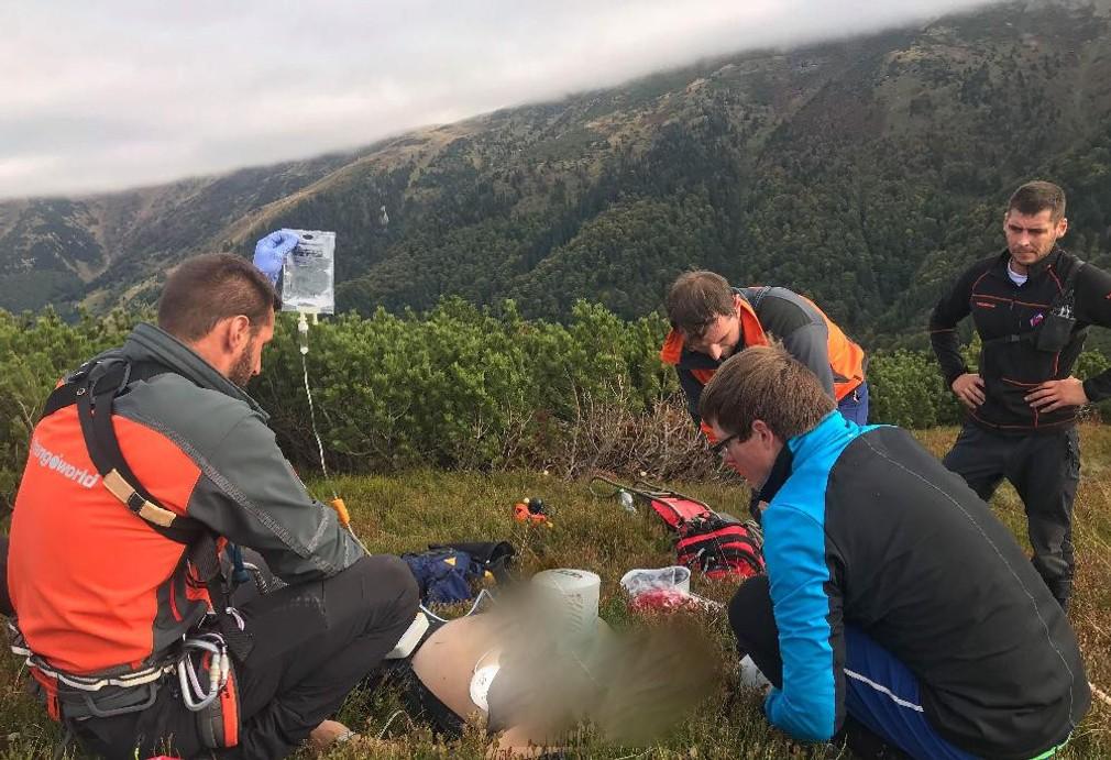 Horskí záchranári opäť zasahovali. Českého turistu museli oživovať aj jeho kolegovia