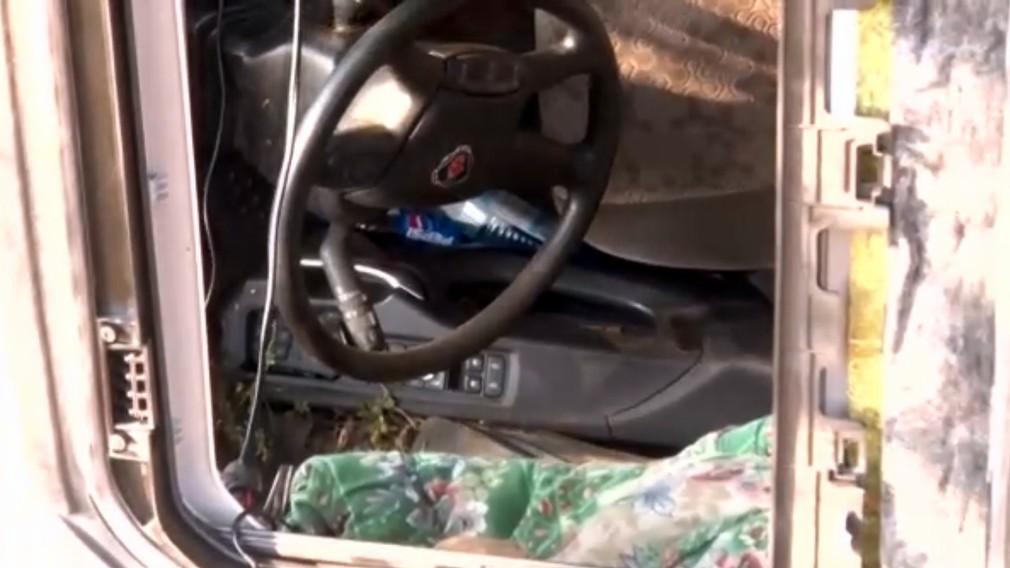 Havária kamiónu. Stovky prasiat zostali uväznené