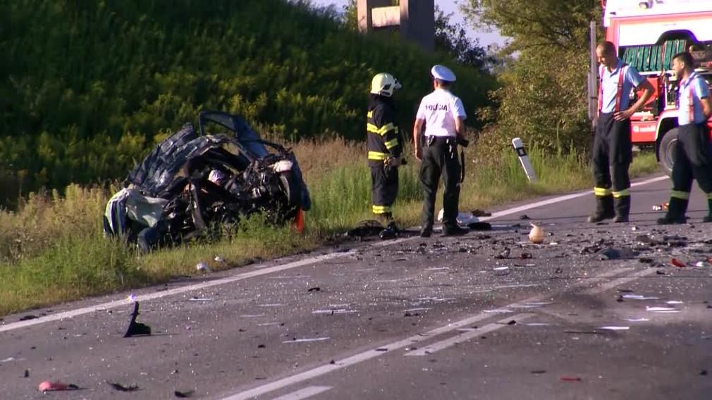 [multi] Tragická nehoda pri Košiciach. Vodič predbiehal taxík a čelne sa zrazil s kamiónom 256