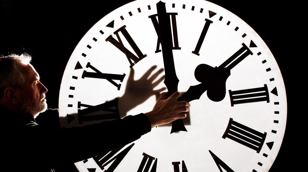 zmena času dopredu hodinky