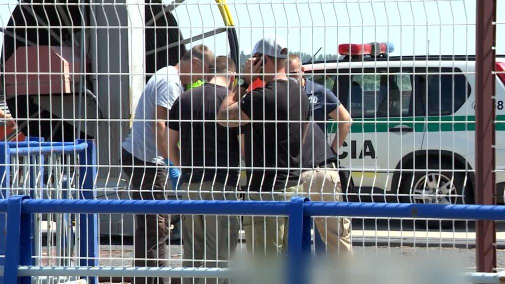 Zamestnanci Gabčíkova vytiahli z vody nehybné telo. Hasiči nevedeli identifikovať, či ide o muža alebo ženu