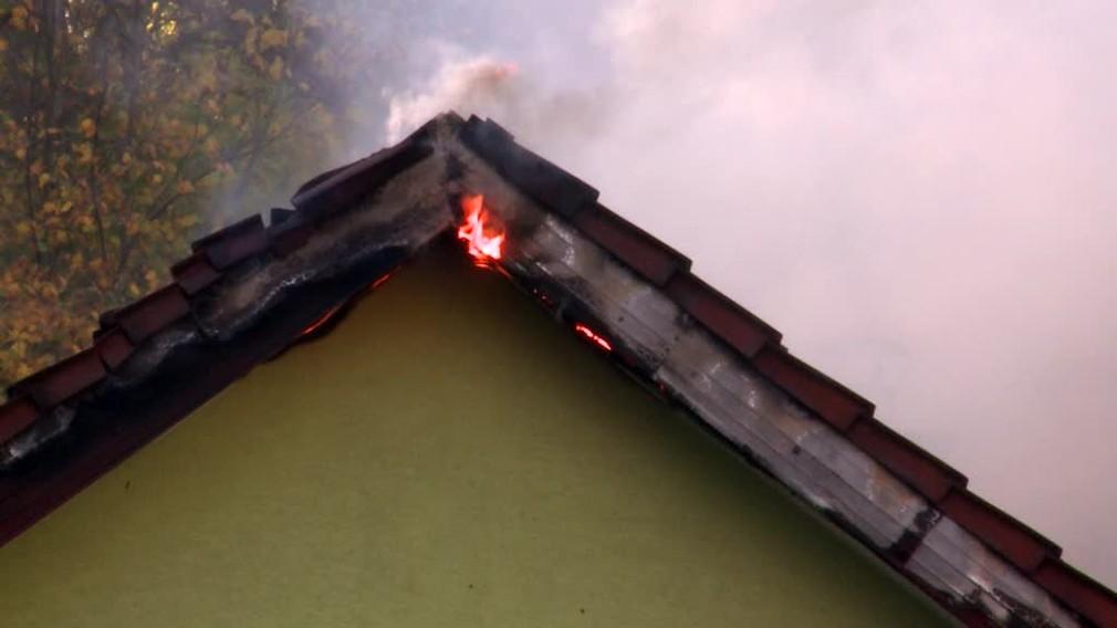 [multi] Muž (55) podpálil dom, kde žije s manželkou. Potom sa pokúsil siahnuť si na život 2385