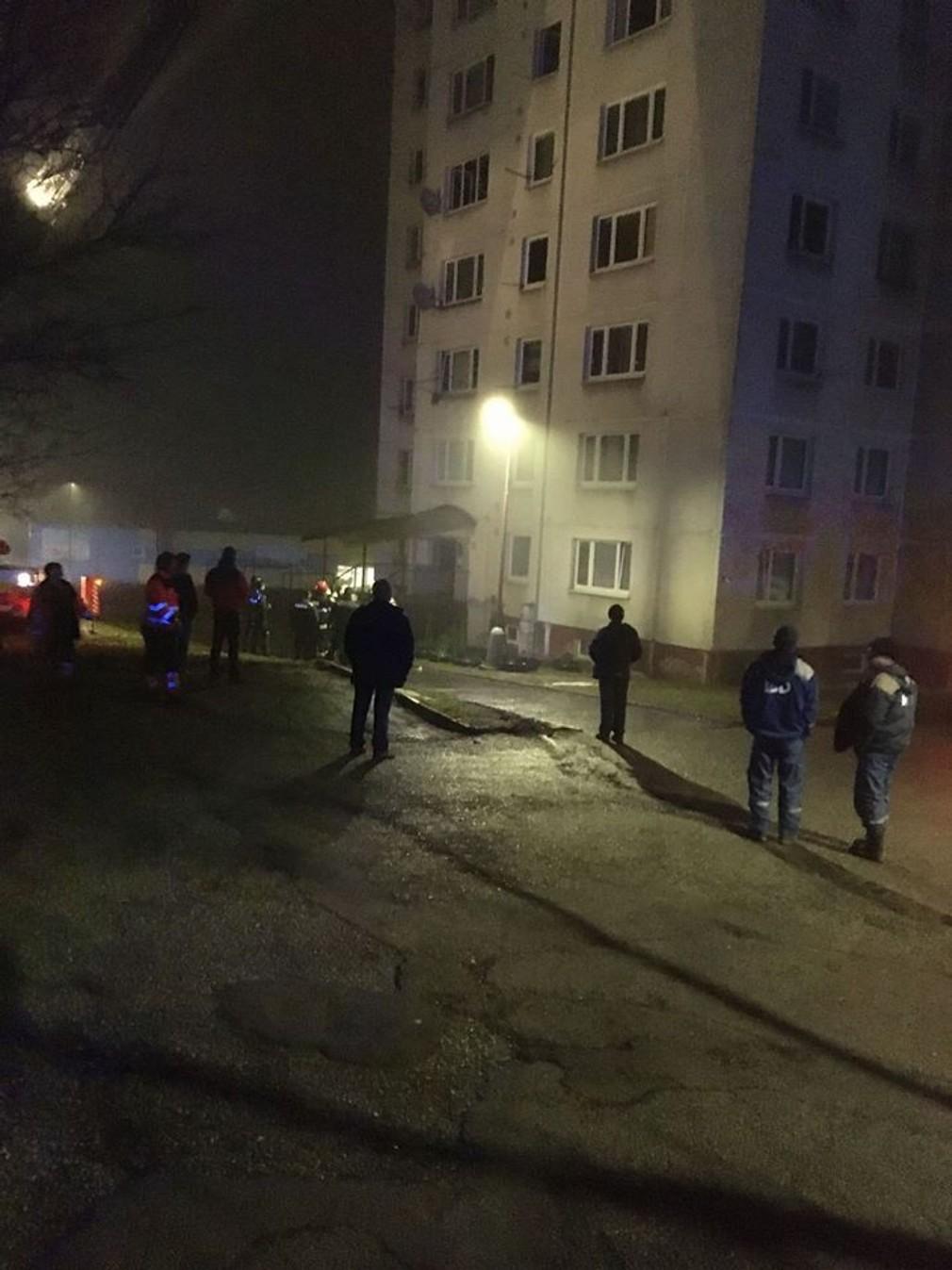 V Bardejove evakuovali z bytovky vyše sto ľudí. Obyvatelia ostali bez strechy nad hlavou 1