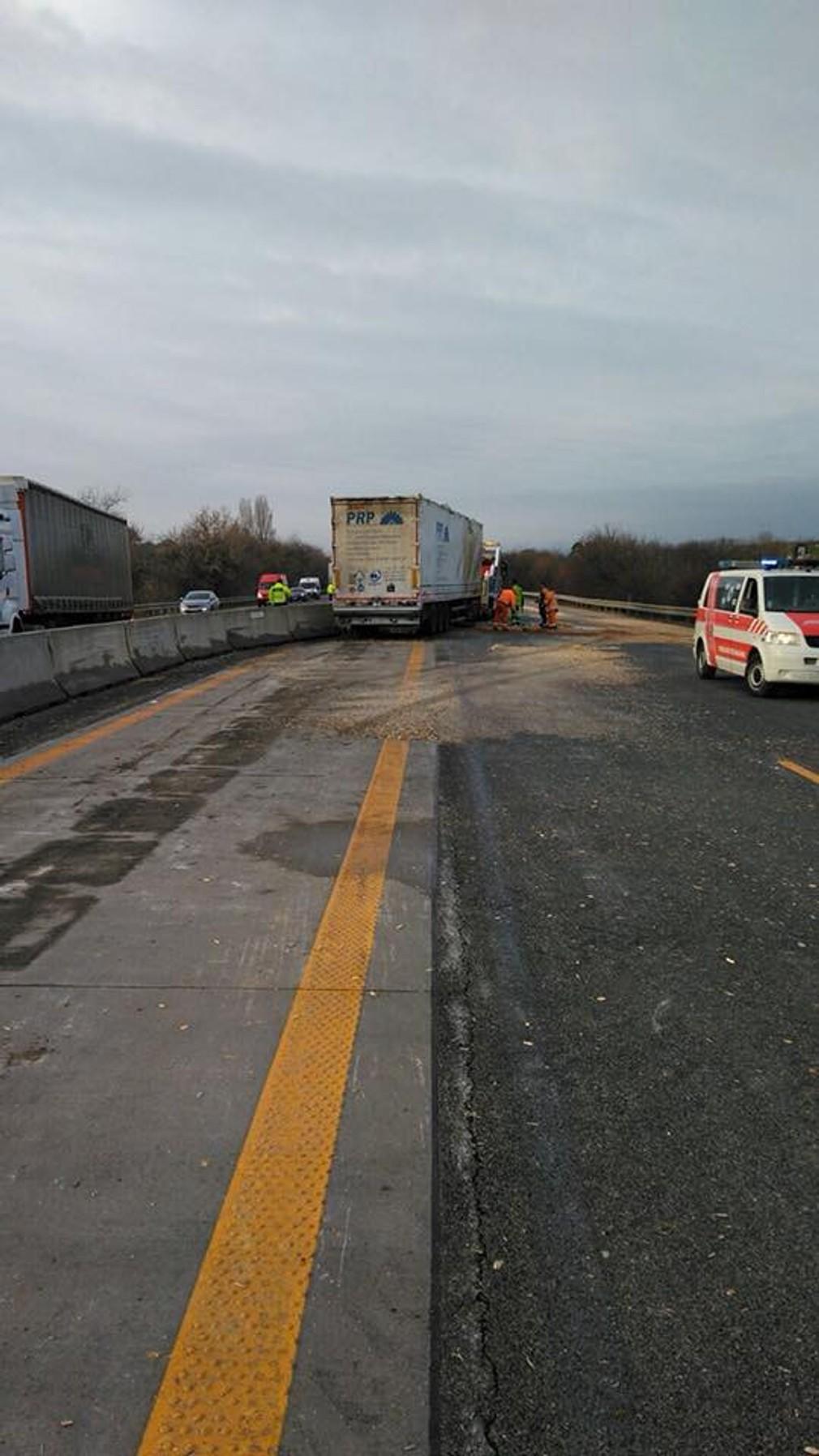 Nehoda, D1, kamión, dodávky