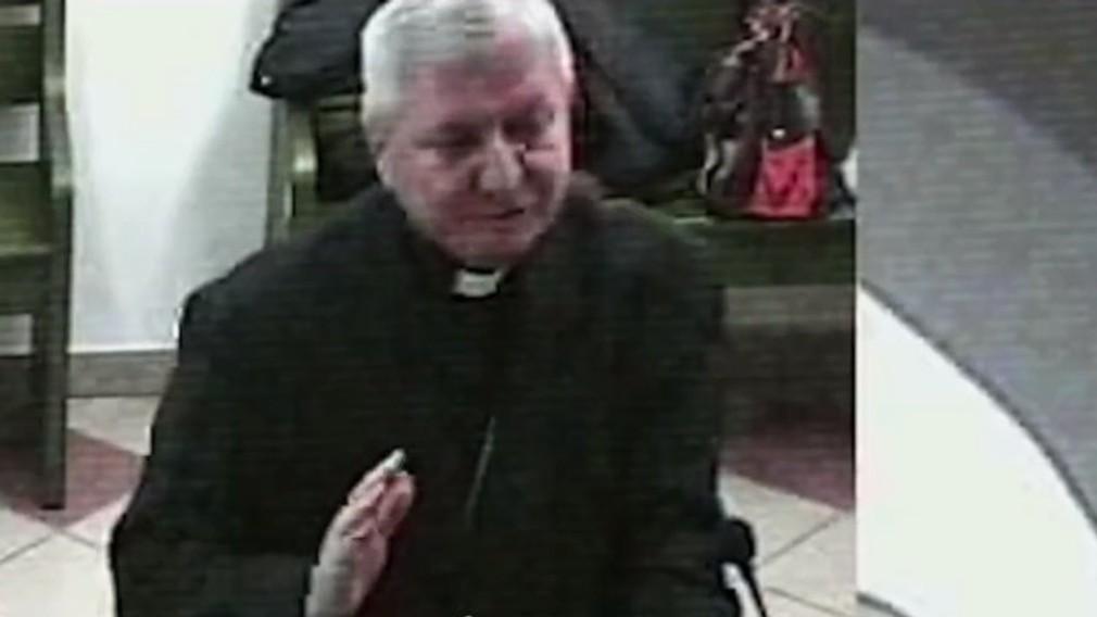 Kňaz zneužíval chlapcov.