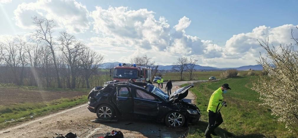 Dopravná nehoda si vyžiadala dva životy.