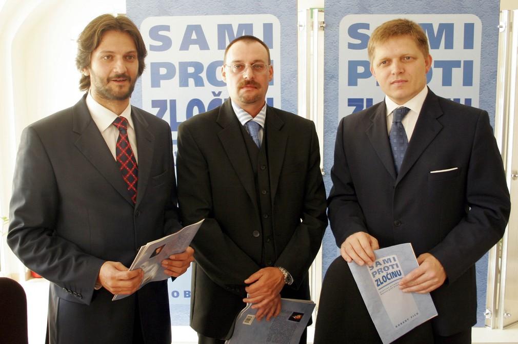 Robert Fico, Robert Kaliňák a Dobroslav Trnka pri krste knihy Sami proti zločinu