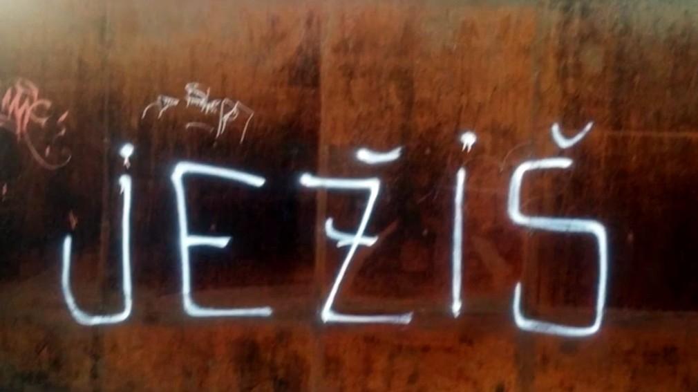 Prejav viery alebo vandalizmus. Metrový Ježiš bije do očí obyvateľov Žiliny