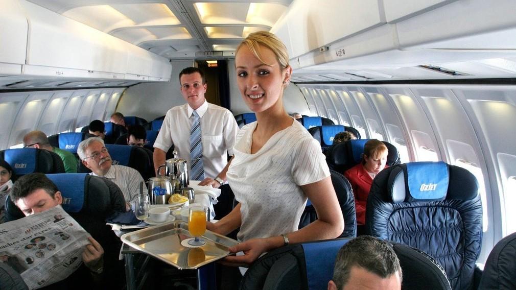 Letuška, paluba, lietadlo, jedlo (ilustračná foto)