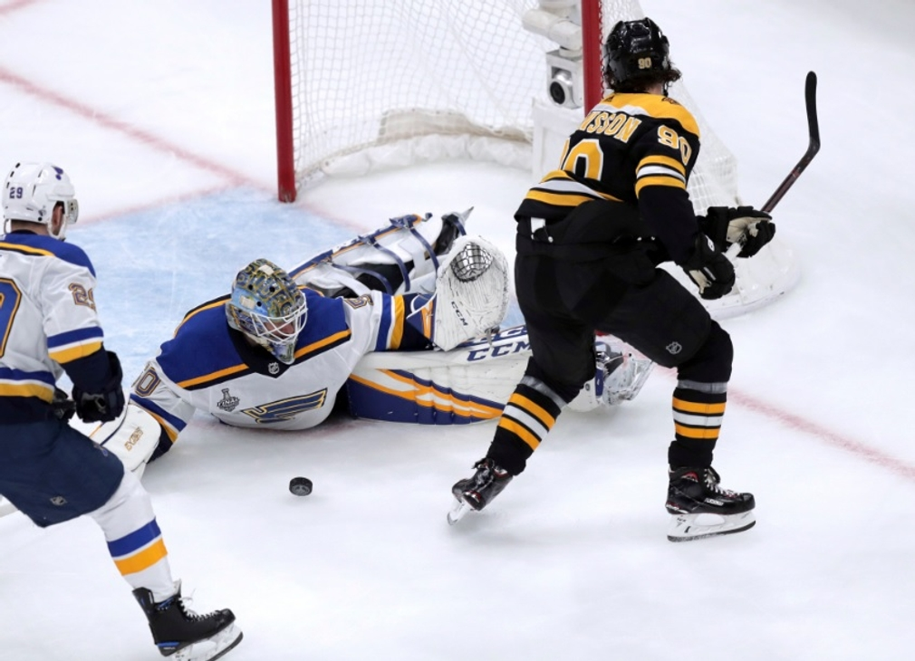 Jordan Binnington a Marcus Johansson, NHL, Boston Bruins - St. Louis Blues