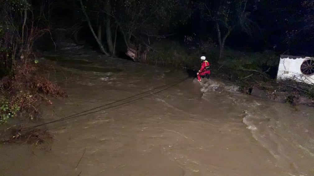 [multi] Tragický deň sa neskončil. Rozvodnená rieka so sebou strhla tri ženy 5791