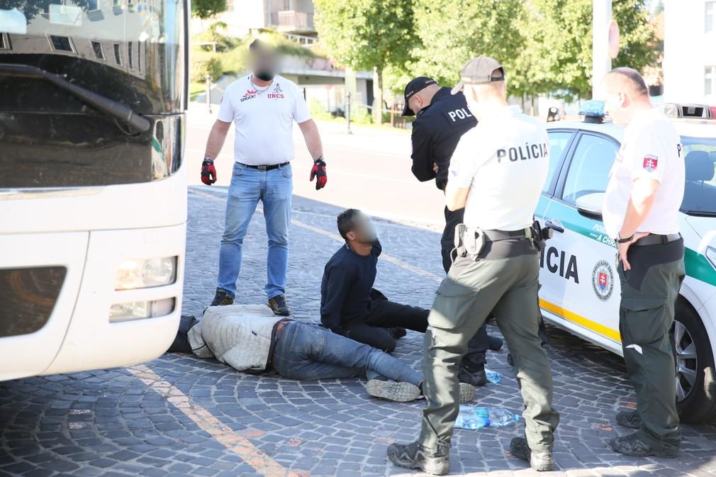 Migranti pred parlamentom