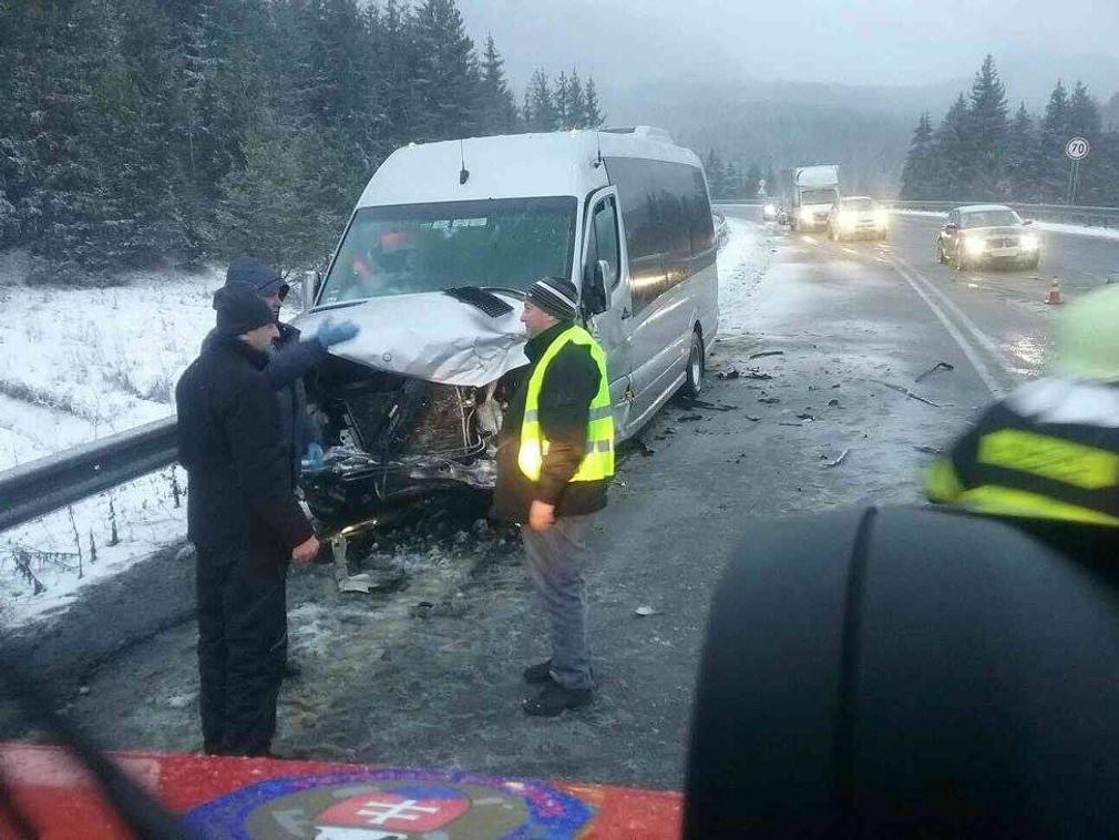 Nehoda mikrobus a auto, Jasenová