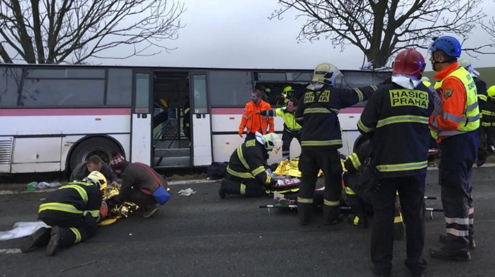 Nehoda autobusu pri Prahe