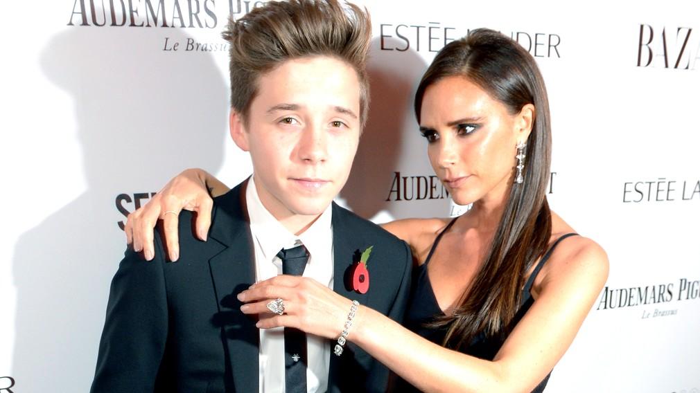 Brooklyn Beckham s matkou Victoriou