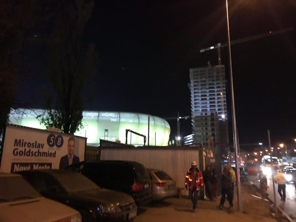 FOTO: Nový futbalový štadión sa konečne rozsvietil