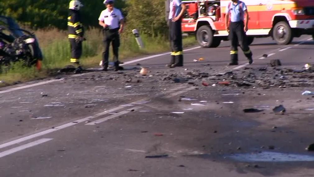 [multi] Tragická nehoda pri Košiciach. Vodič predbiehal taxík a čelne sa zrazil s kamiónom 257
