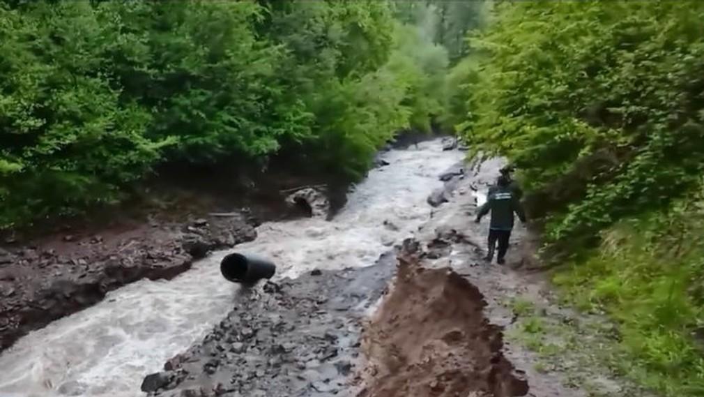 Obec na strednom Slovensku ohrozujú gudrónové jamy.