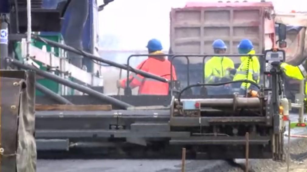 Poslanci chcú preveriť vážne podozrenia o odpade, ktorý doviezli pod výstavbu obchvatu. Odpad vraj môže byť kontaminovaný