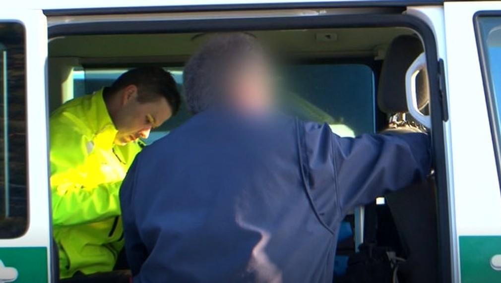 Polícia rieši kurióznu zrážku autobusu s autom. Jeden z vodičov ale nebol triezvy