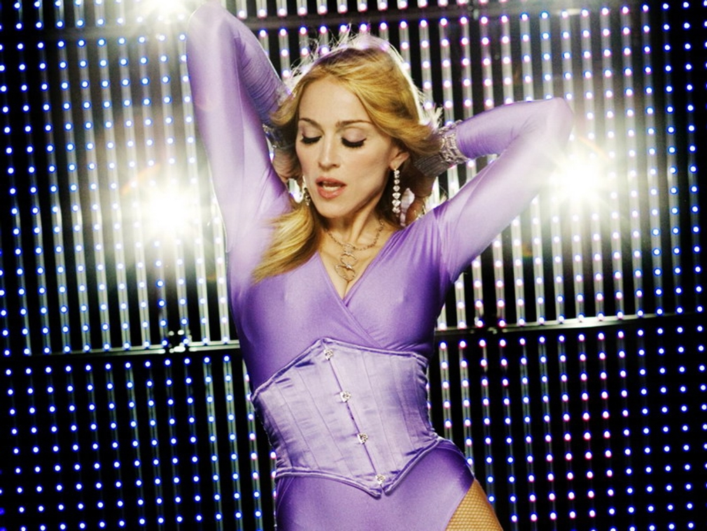 Madonna v plnom koncertnom nasadení.
