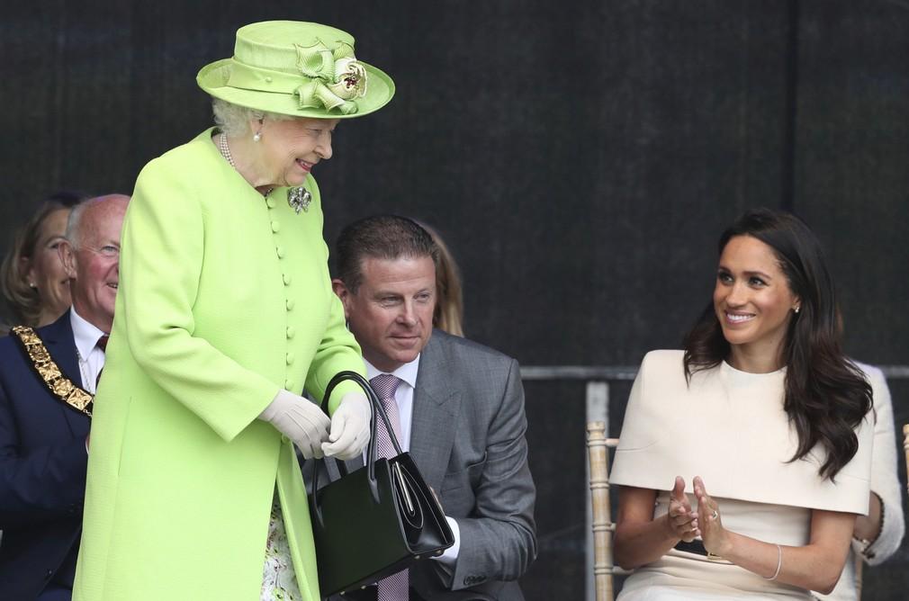 Kráľovná Alžbeta II. a Meghan