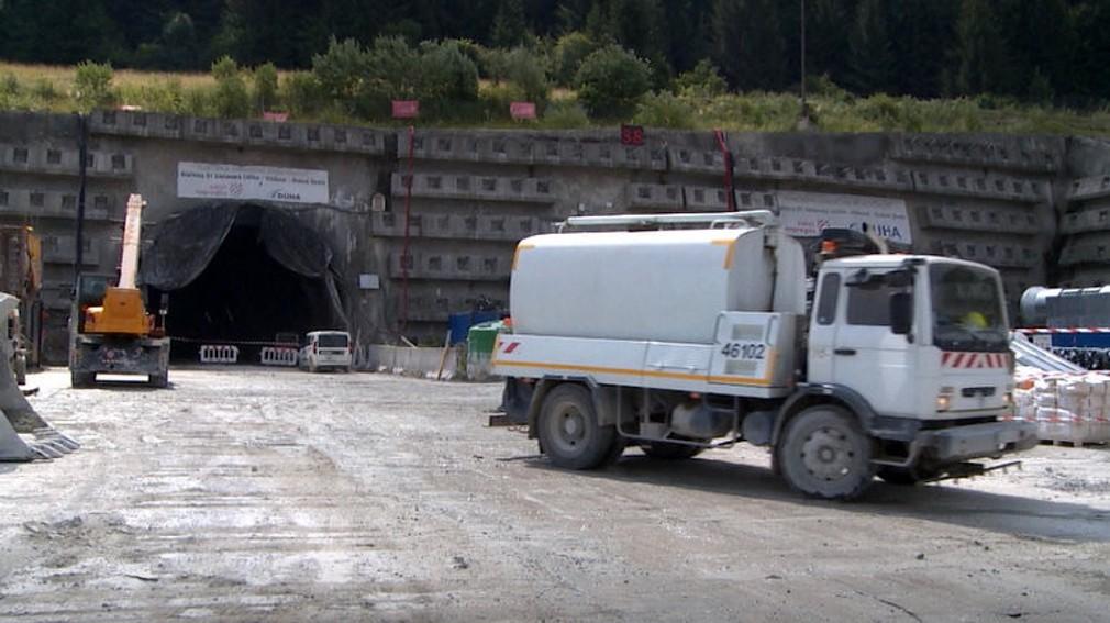 práce v tuneli Višňové a výstavba diaľnice