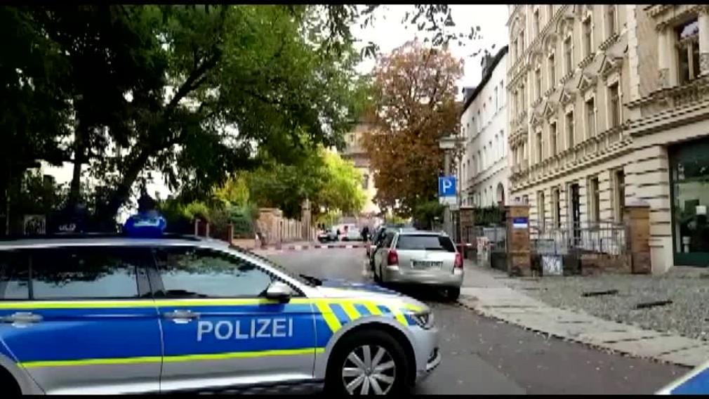 Strelec zavraždil dvoch ľudí neďaleko nemeckej synagógy. Ku krviprelievaniu došlo počas židovského sviatku