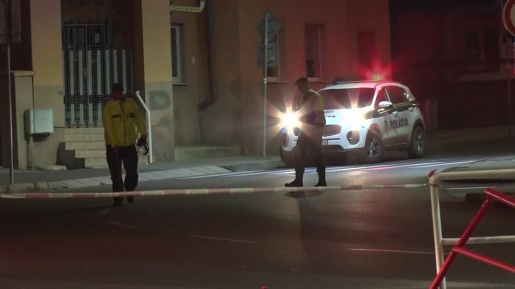 [multi] Policajná naháňačka skončila vážnou nehodou. Mladík (17) zrazil troch tínedžerov 1542