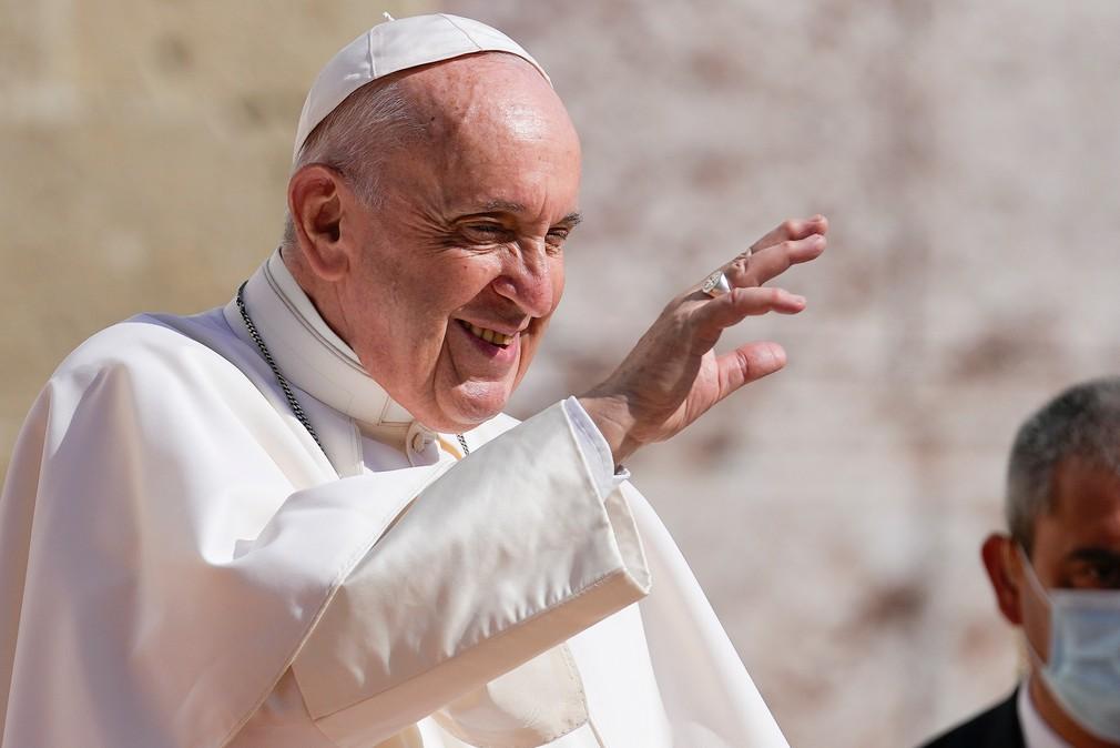 Pápež František pred Prezidentským palácom