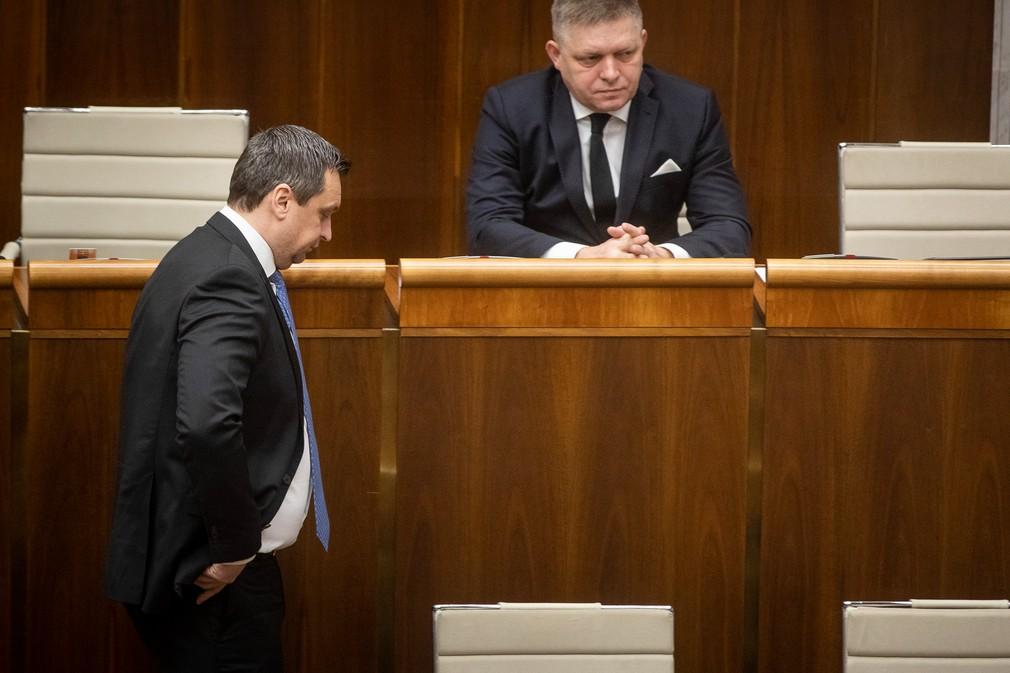 Andrej Danko odchádza z rokovacej sály NR SR
