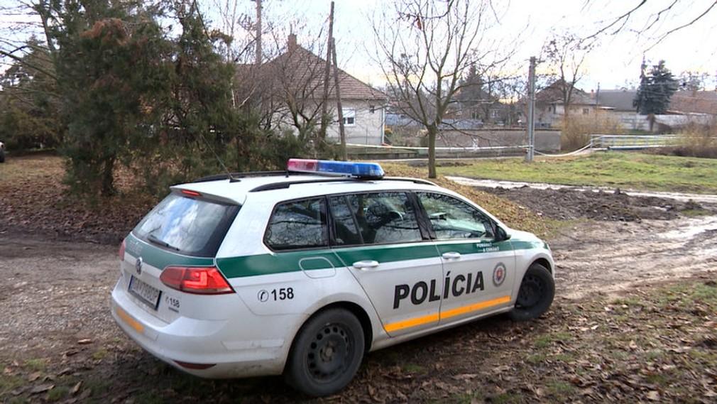 Polícia na výsluch predviedla niekoľko osôb.